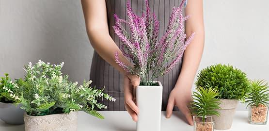 les fausses plantes en plastique, soie ou parpier